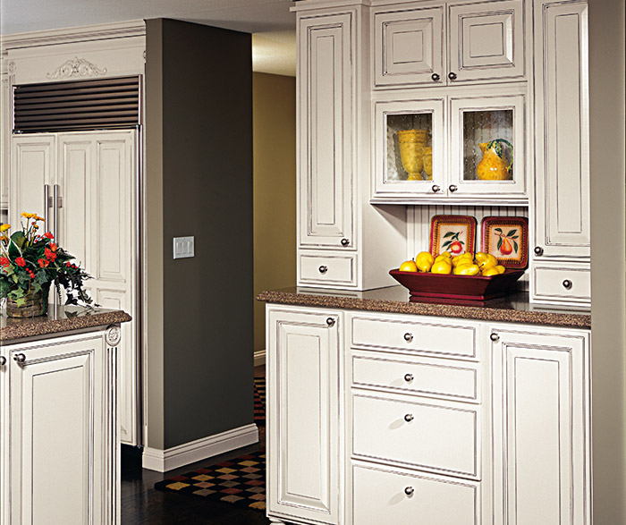 madison off white glazed cabinets in a traditional kitchen in maple chantille with espresso glaze